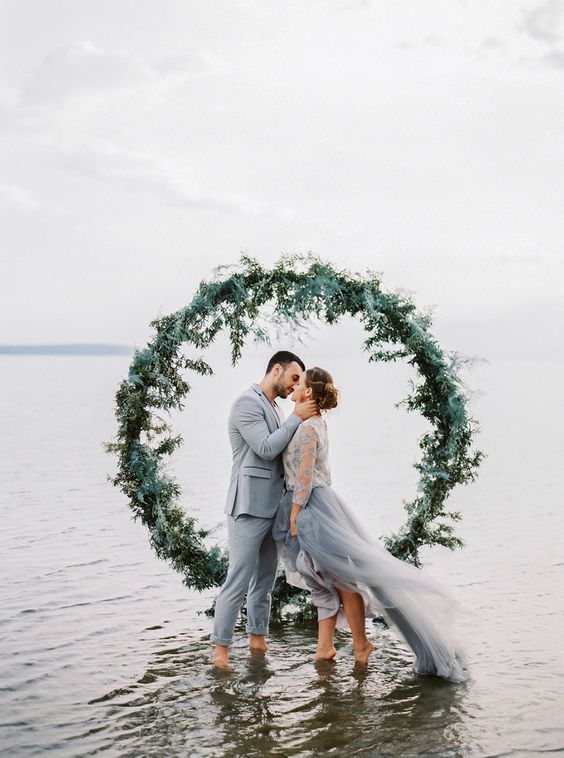 circle wedding arch design